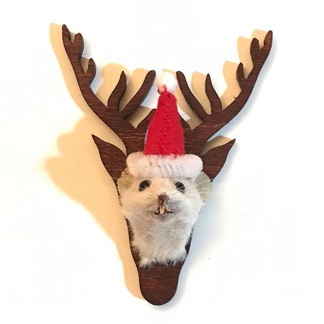 'Tis the season! Make a little Santa hat for your headmount! All you need is red felt, white pipe cleaner and a little white pompon.