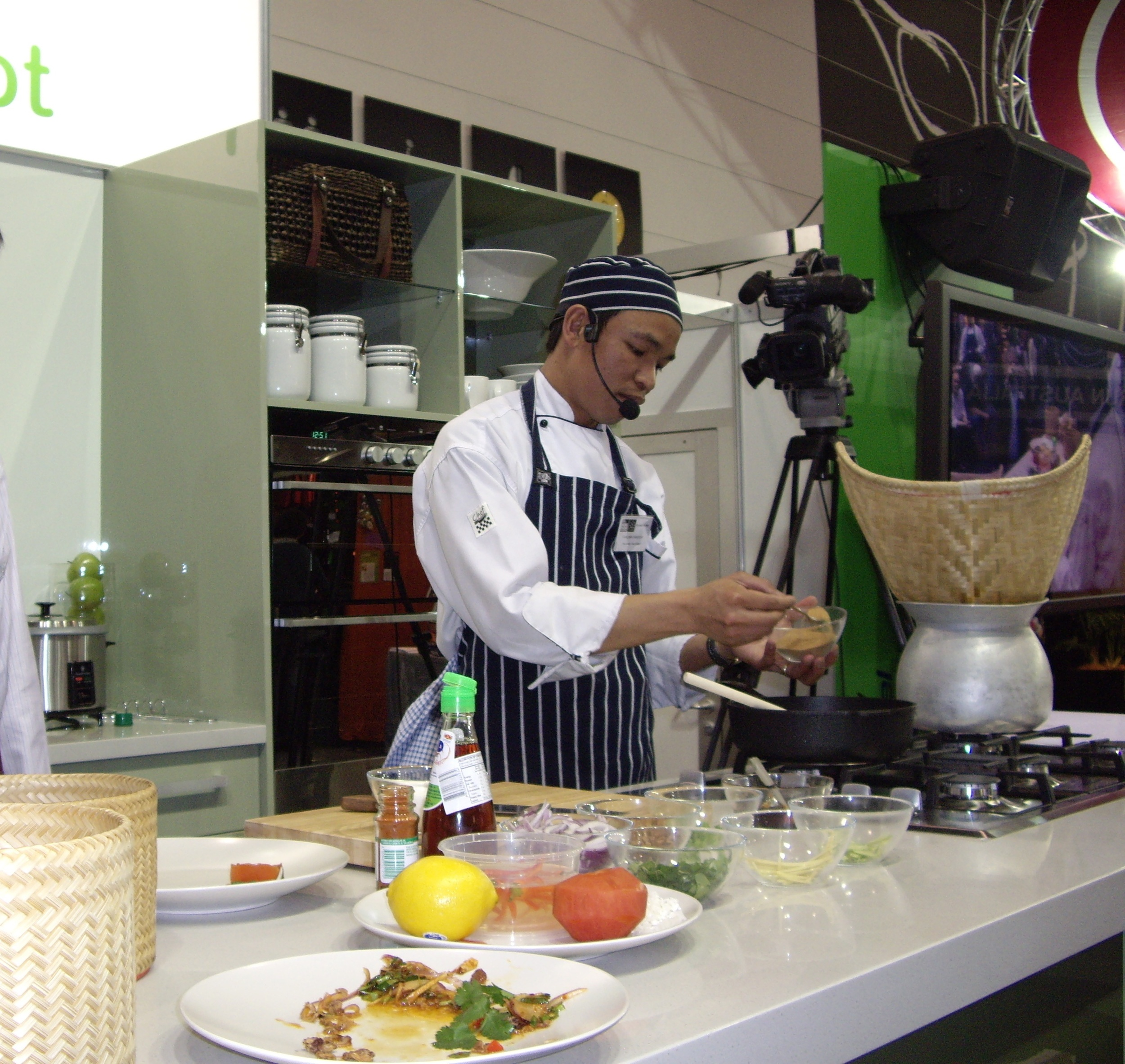 Join Thai masterChef Chaleom Chaiseeha's cooking class at Paladarr Restaurant in Alphington Melbourne
