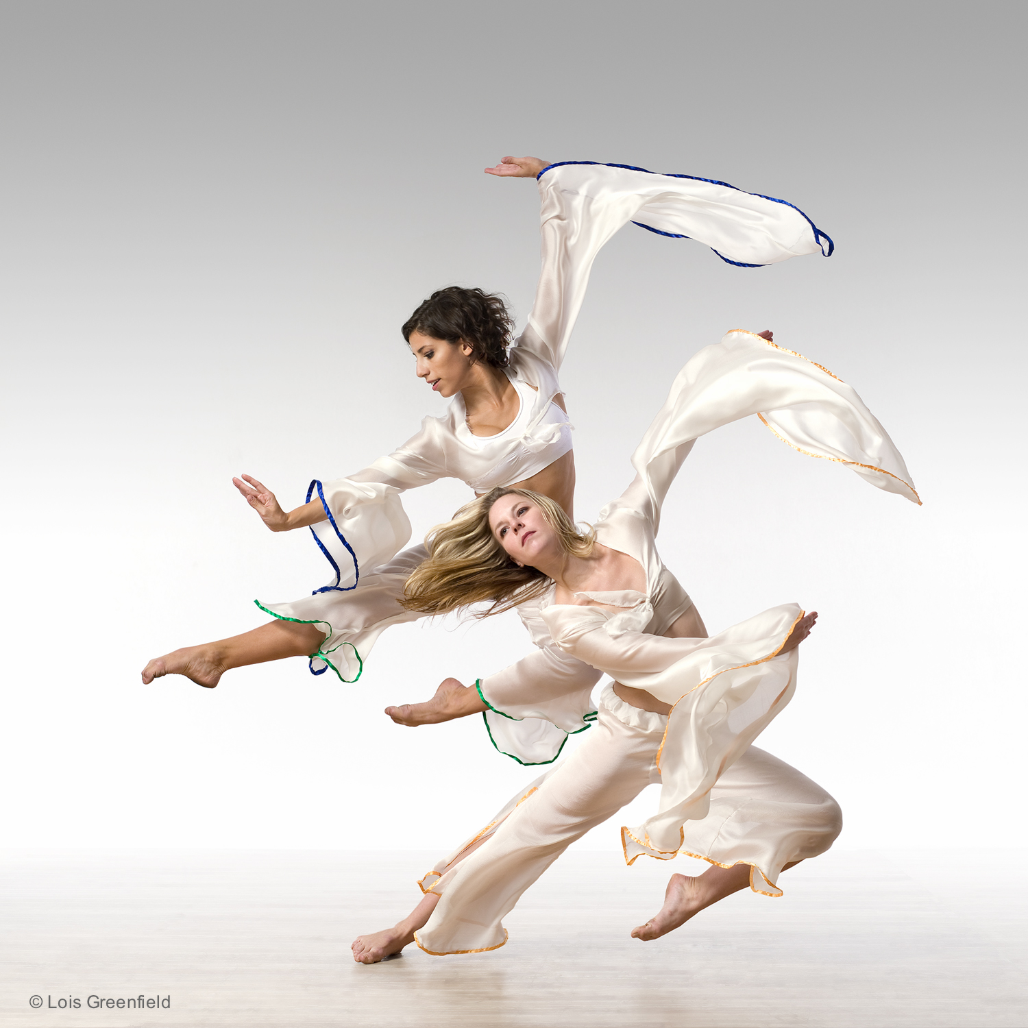 "Alexandra Karigan Farrior and Natasha Czarniewy, ""Tides of Change"", AMY MARSHALL DANCE COMPANY"