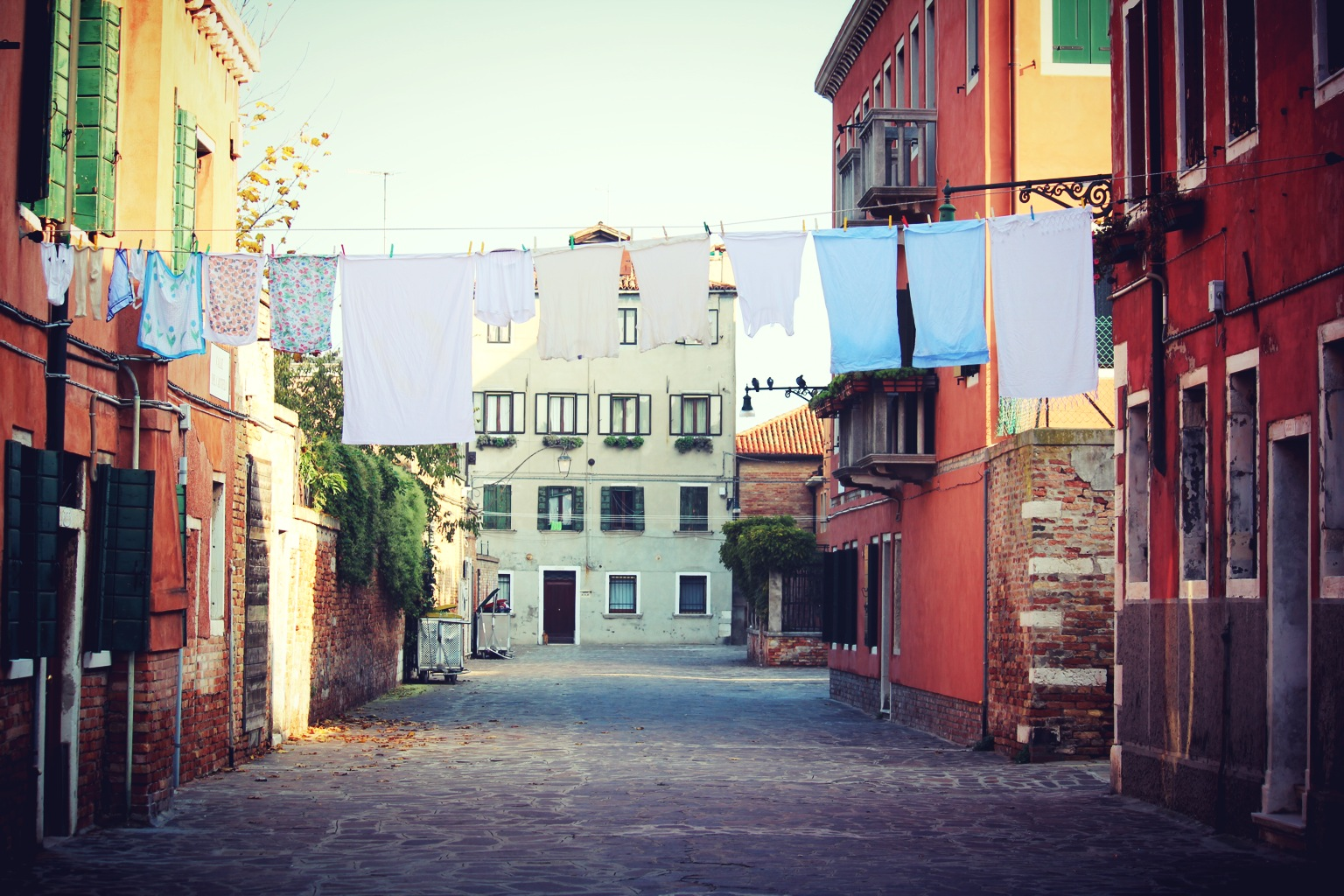 italian dwelling clothes hanging.jpg
