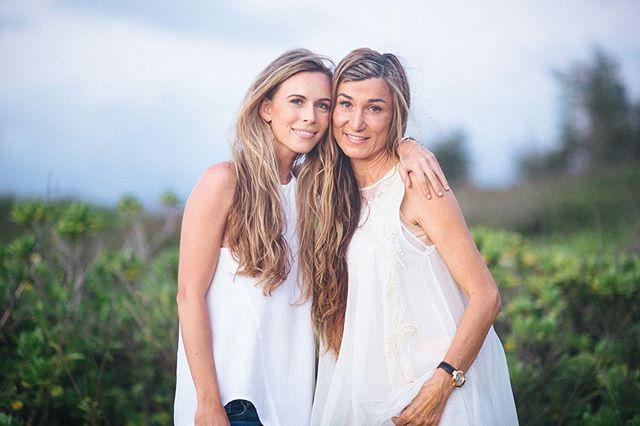Happy Mother's Day! 💗 #motherdaughter #hawaiiweddingphotographer 📸 @sagephotos_