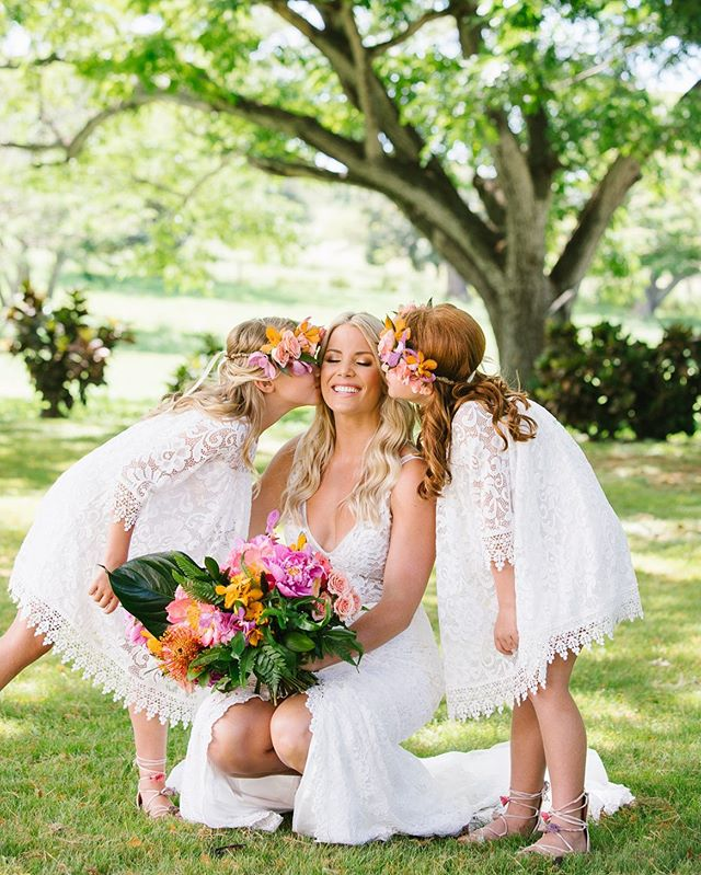 These girls love their Auntie so much! 💕 / Bride @katiekepner / Florist @passionroots / MUAH @cherbumakeup / Venue @dillinghamranch / Wedding Dress @madewithlovebridal / Day Of Coordination @abcweddings /