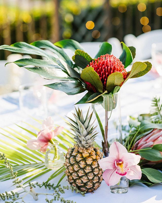 Tropical vibes for your Sunday via @mauipalmtreefloral 🌺
