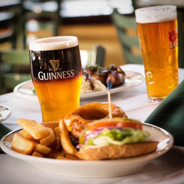 Come to Foley's in Bandon for a bite and a pint! Photo by @cardasa