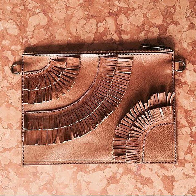✨Fringe Benefits✨#c_leathergoods #handmade #ferrara #fringe #clutch #crossbody #bag #madeinitaly
