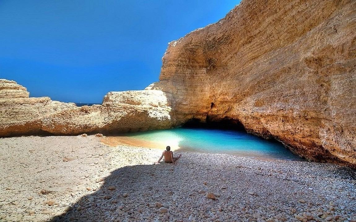 Pori Bay_Gala cave_1150x720.jpg