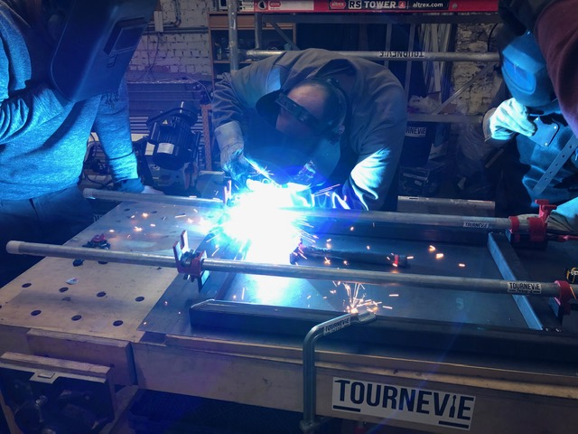 Installing a welding corner in the workshop