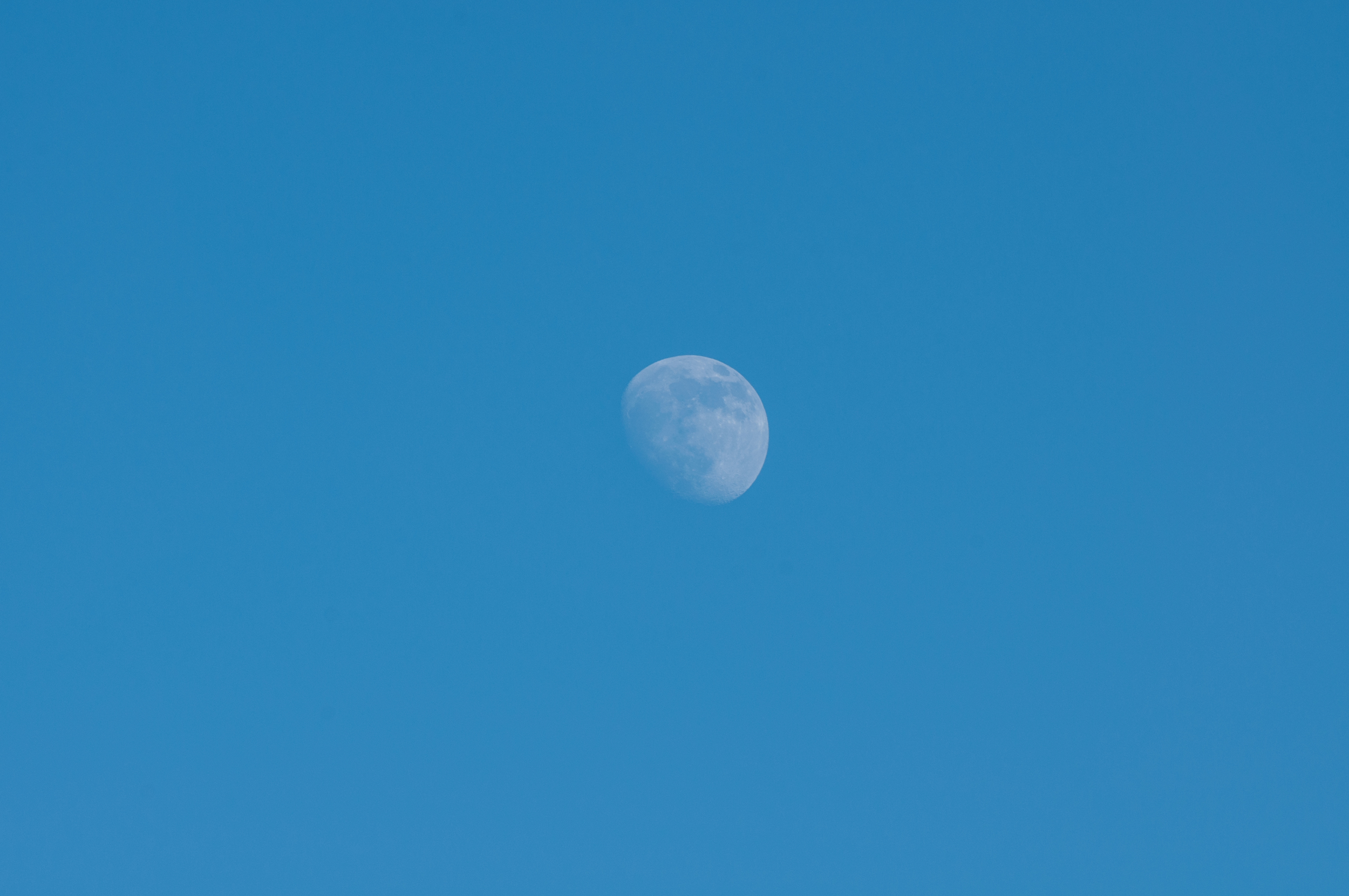 Moon during the day - 140609 - DSC_1424.JPG