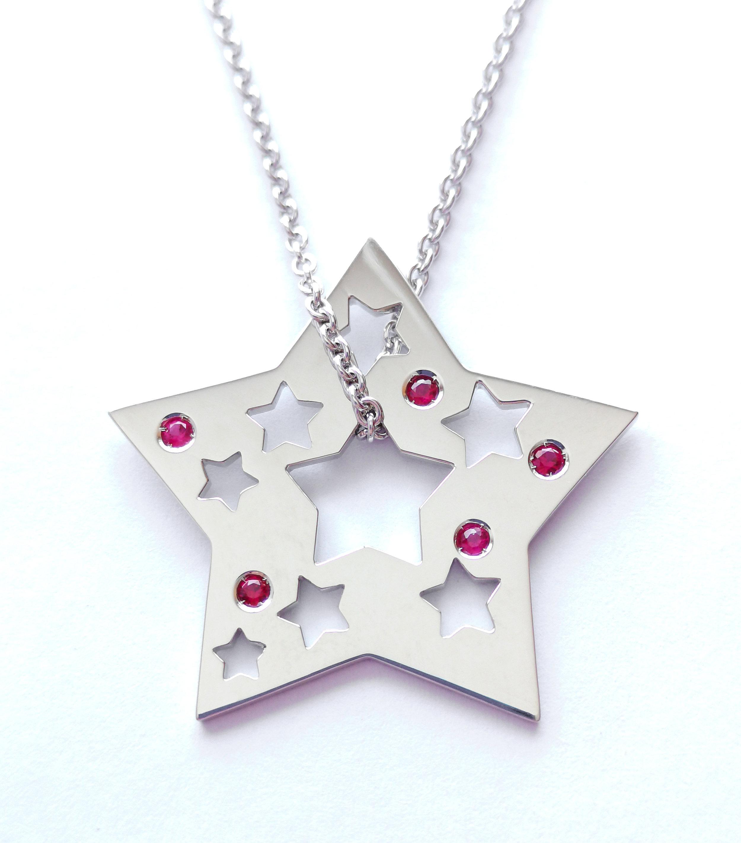 Étoile de la Joie  Or blanc 10k et rubis Échelle de prix: 750$ à 850$