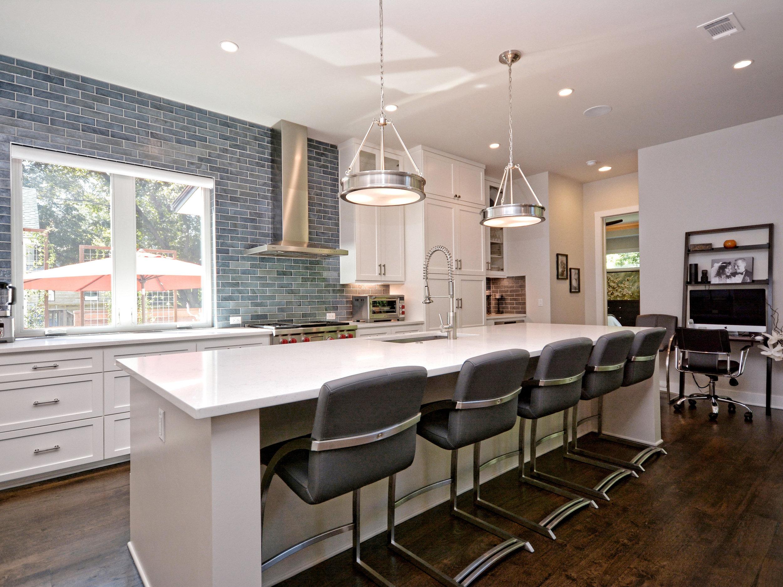 015_Kitchen Bar.jpg