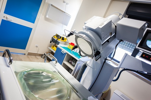 Equipamento usado em procedimento de litotripsia, aplicado na fragmentação de cálculos renais