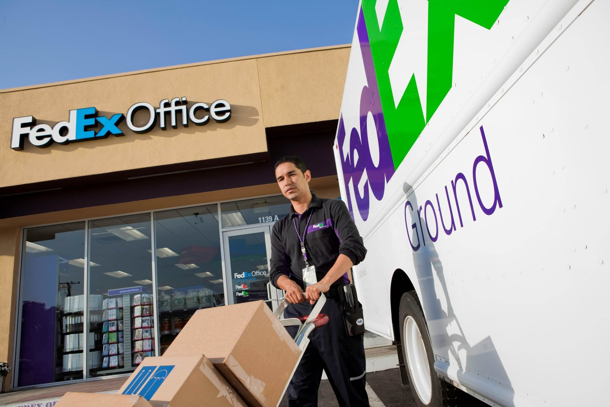 FedEx Office in Wilmington, Delaware, your destination for printing, copying, packaging and shipping. Come try our professional printers for color copies, signs & banners, business cards, and presentations. You can even print directly from your mobile device.