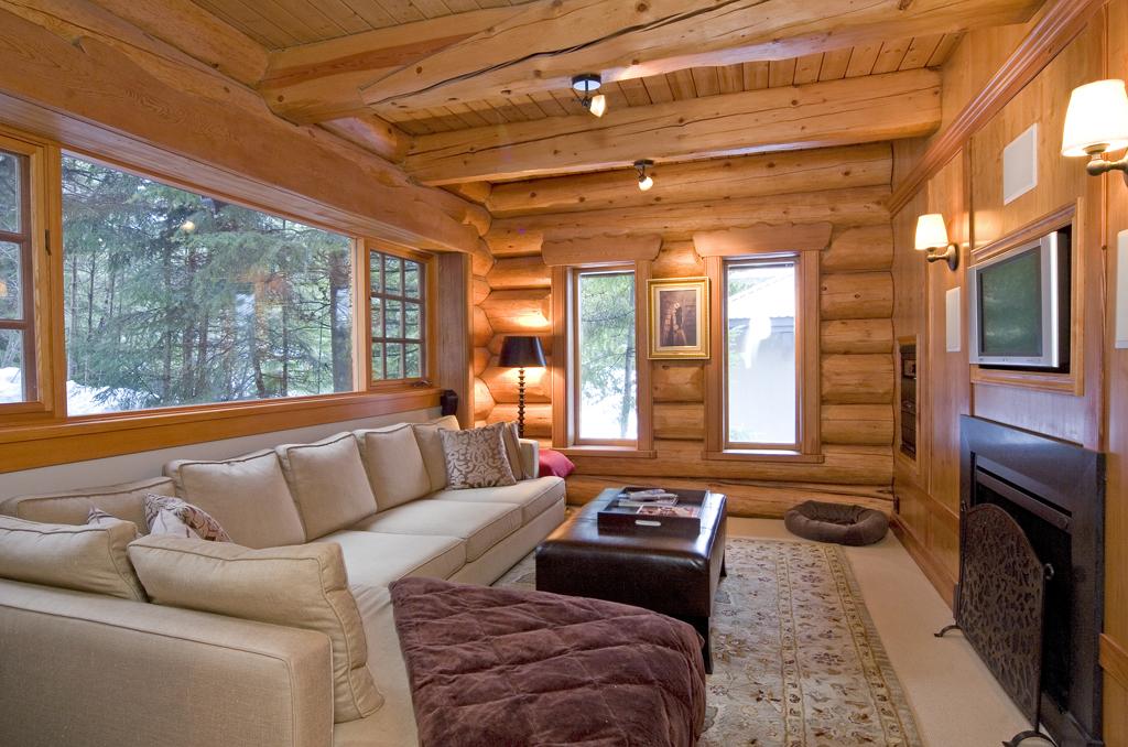 Mx-EagleDr-lounge.jpg