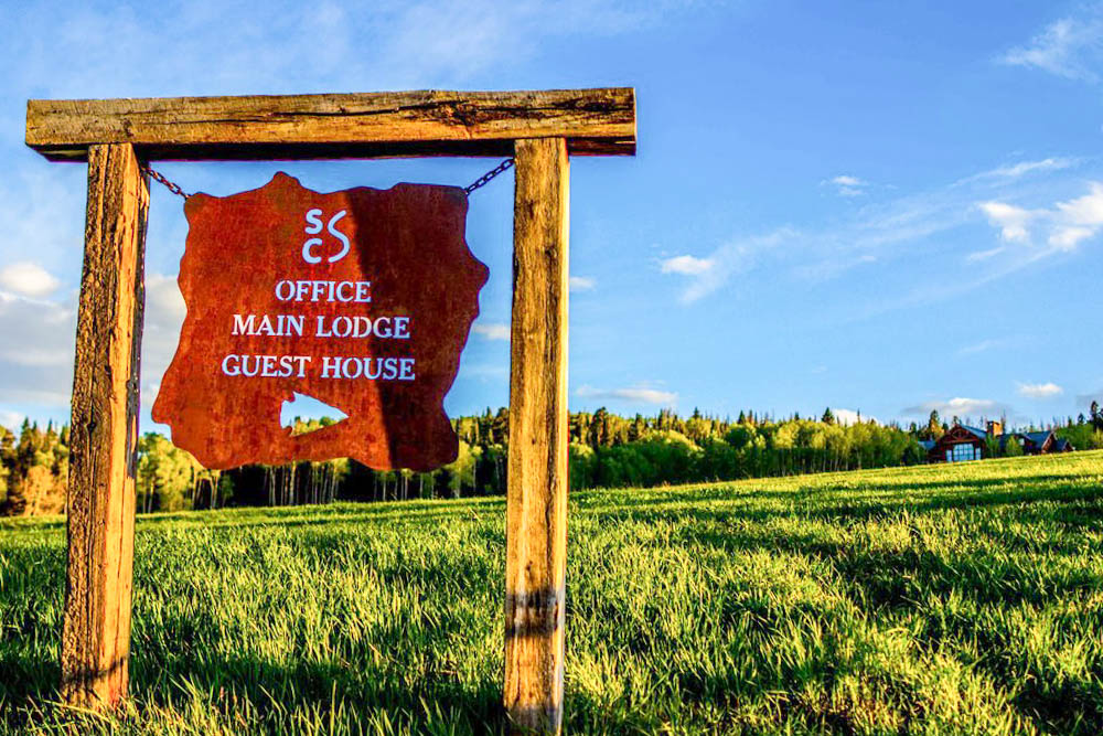 Directional-Signage-at-Shadow-Creek-Working-Cattle-Ranch-in-Silverthorne-Colorado.jpg