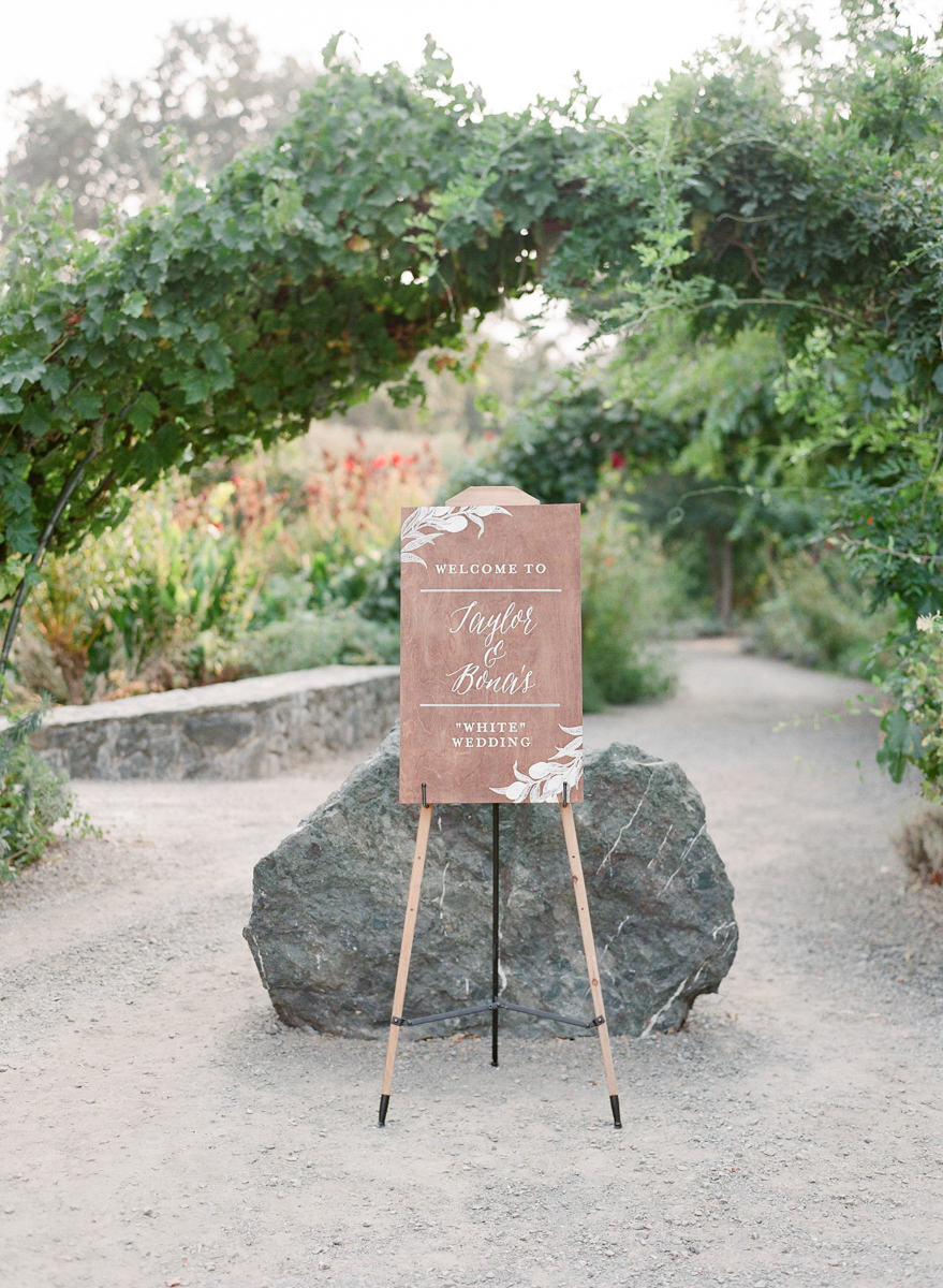 Custom Welcome Sign by Bowerbird Atelier | Photo by Jeanni Dunagan Photography
