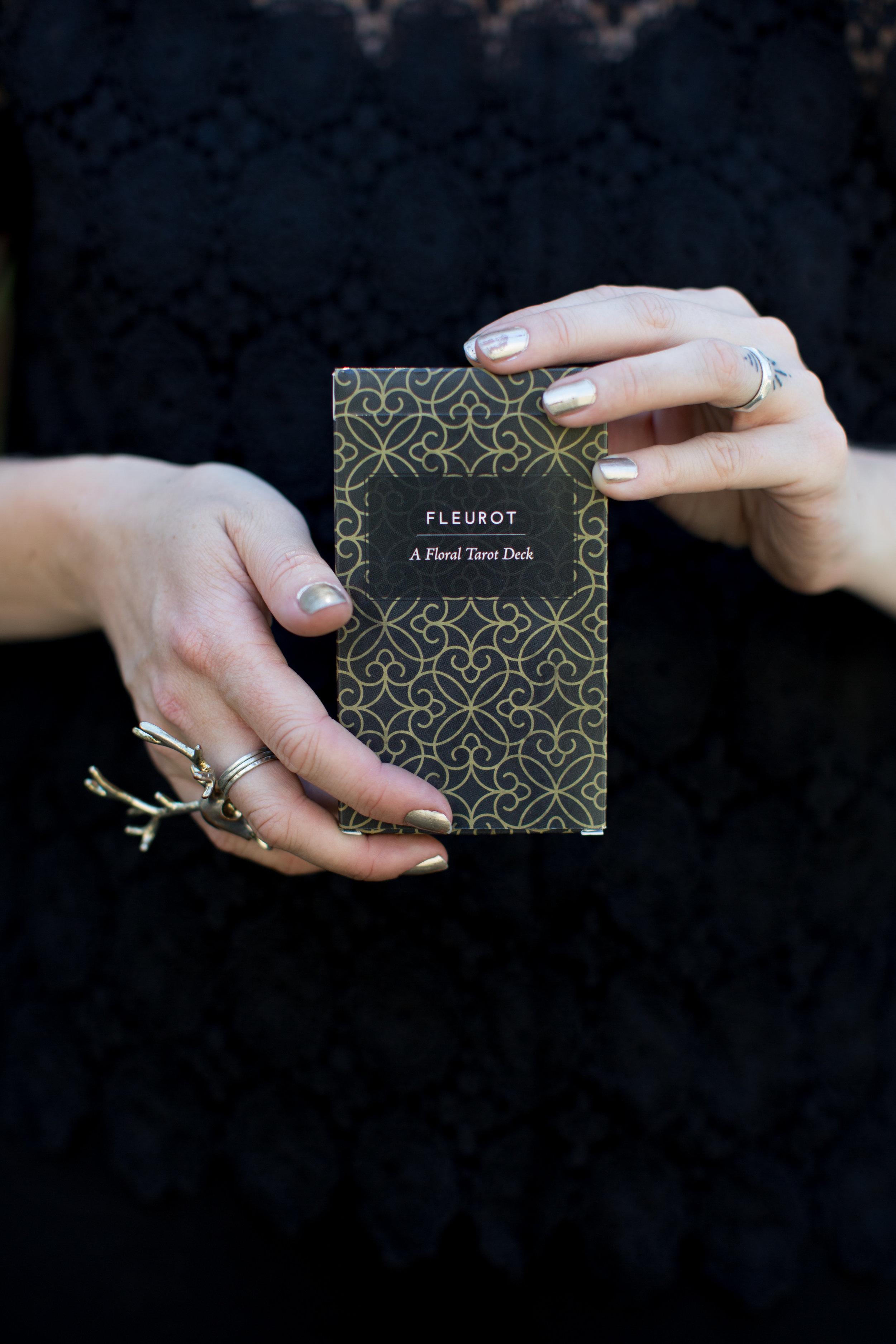 Fleurot_Tarot_LanguageofFlowers_deck_hands.jpg