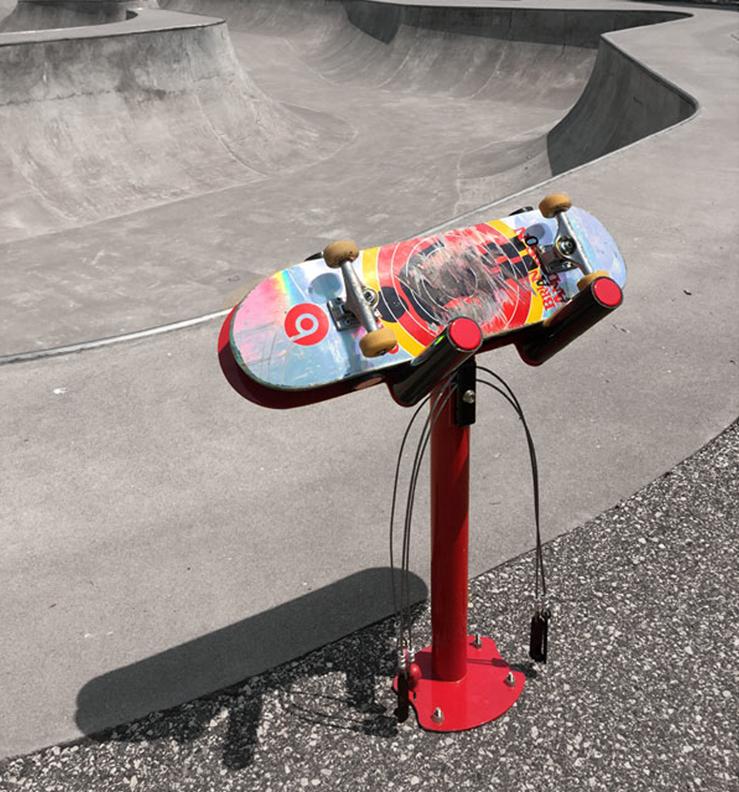 Huntco_BikeRepair_Skateboard_Repair_Stand-1.png