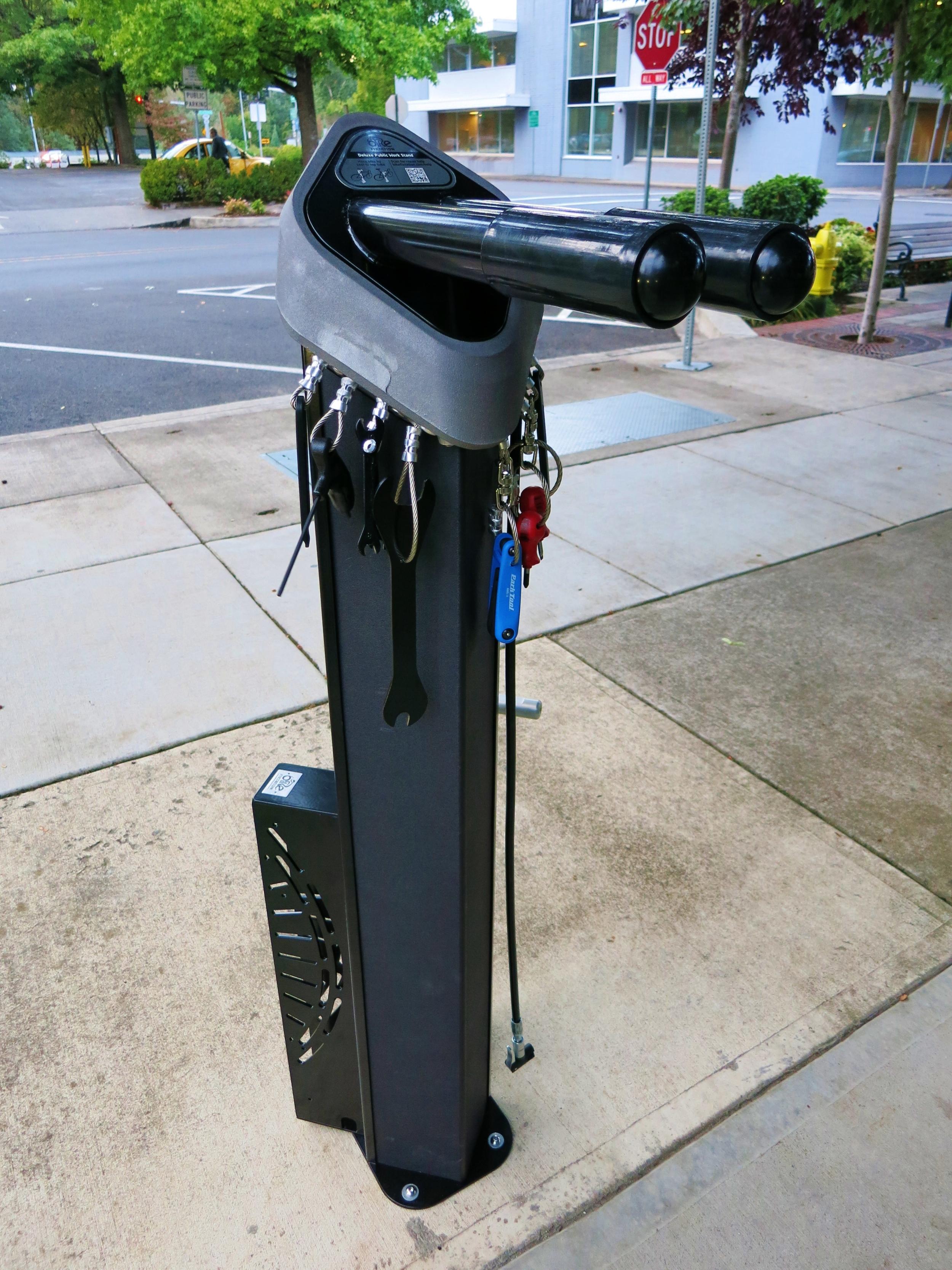 Huntco_Bike_Repair_Stand.jpg
