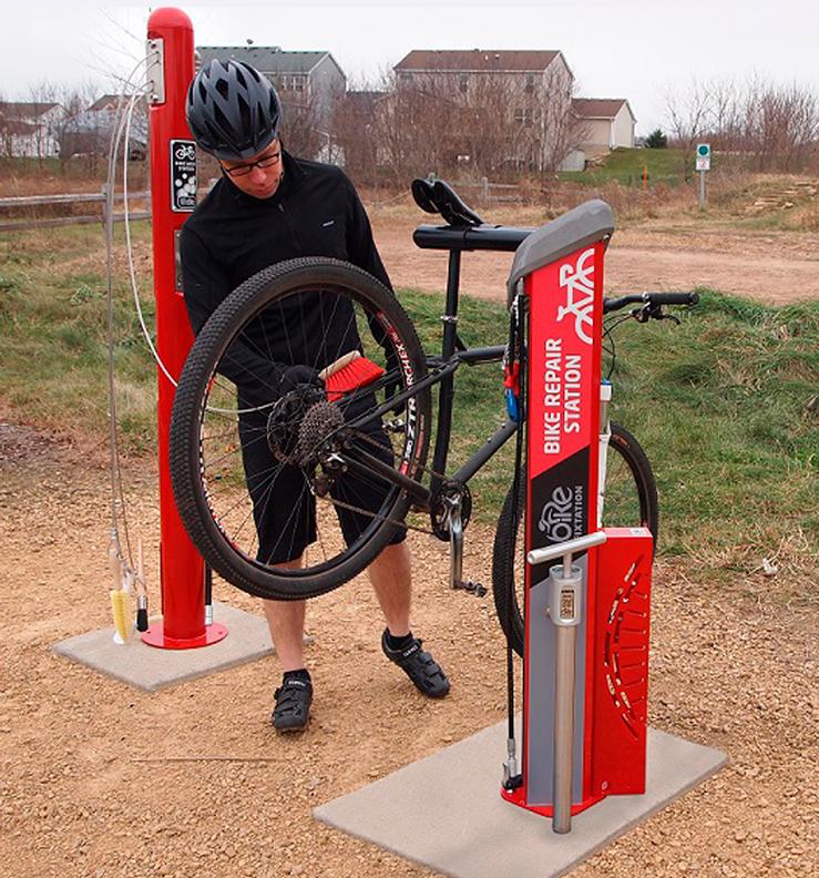 Huntco_Bike_Wash-Bottle_Fill_Station-in-use-2.png