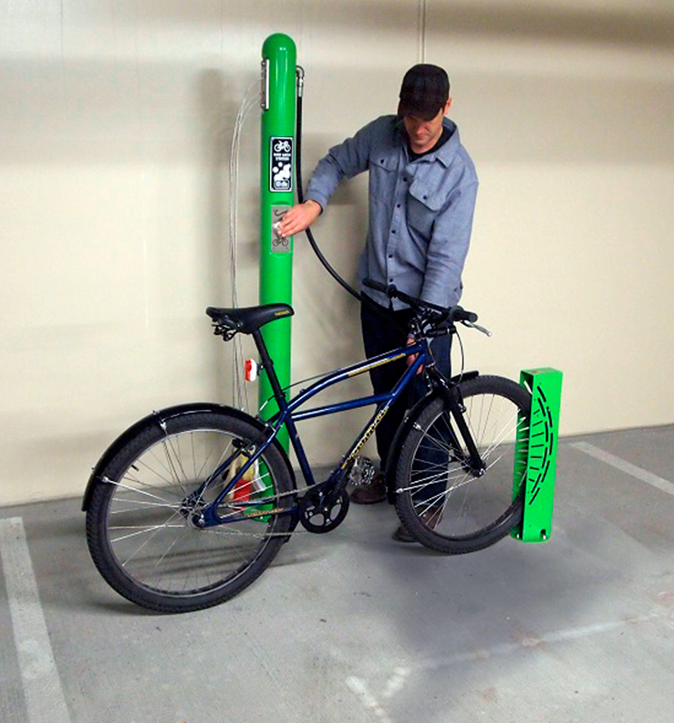 Huntco_Bike_Wash_Station-in-use.png
