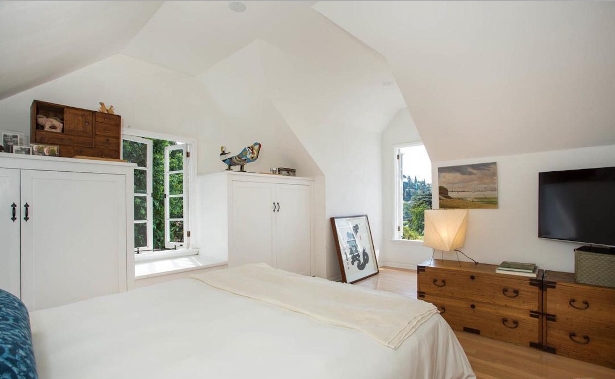 Enchanting English Cottage - 3032 Windsor Ave, Los Angeles, CA 90039-6.jpg