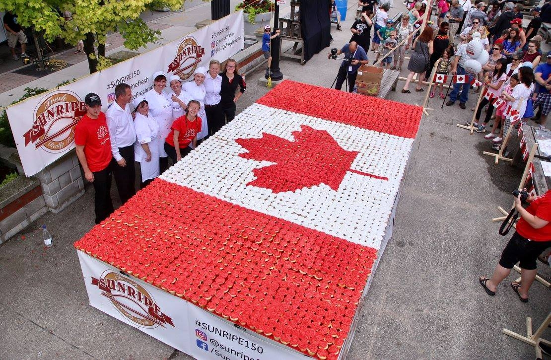 Look at those free cupcakes! All of the excitement at last year's Sesquifest celebrations in London, ON (and yes, there will be free cupcakes this year too…). Photo via Facebook / @CanadaDayLDN