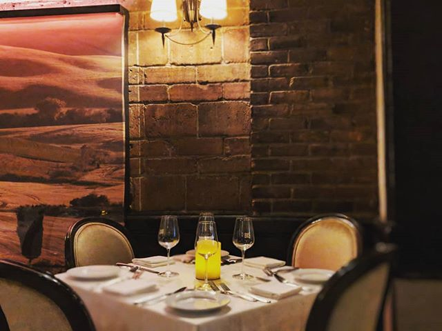 🎥🍽️🍽️It's  more than just a dining room ✨✨.Food takes the spotlight as our guests become its audience. Food🍝 paired with right wine 🥂🍾staged with  classic Italian music dimmed lighting and  artwork  combines to create comfort, intimacy and even romance♥️🎥🎥 #bismontreal #mtlblog #yelpmontreal #mtl #eatermtl #tastemtl #mtlmoments #exploremtl #downtownmontreal #downtownmtl #tripadvisor #classicitalian #mtlrestaurants