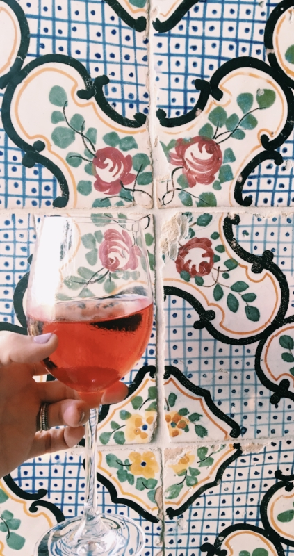 Rosè & tiles. All the heart eyes.