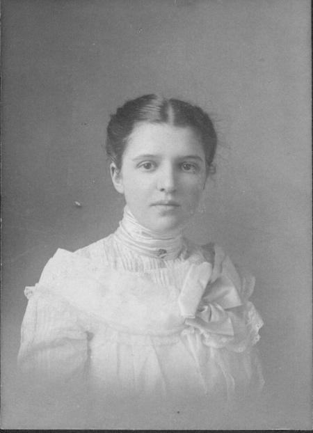 Photo of Alice Davis taken around 1902