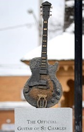 Guitar-Sculpture-Lincoln-Park.jpg