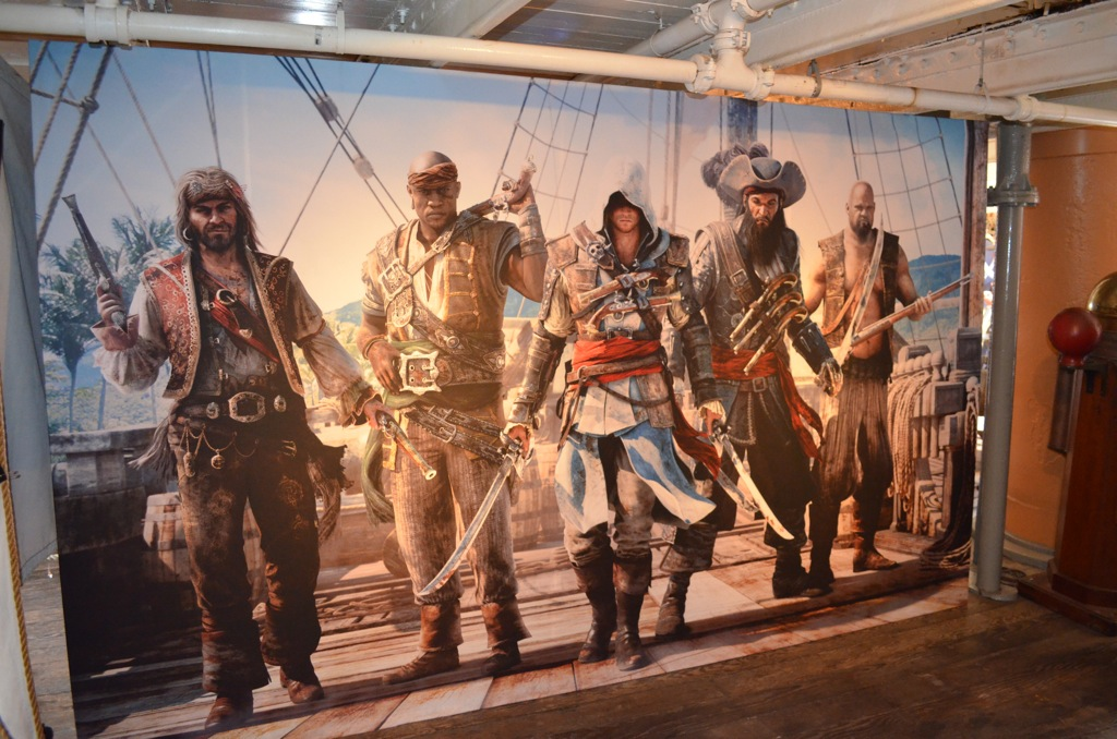 san-diego-comic-con-2013-assassins-creed-4-pirate-mural.jpg
