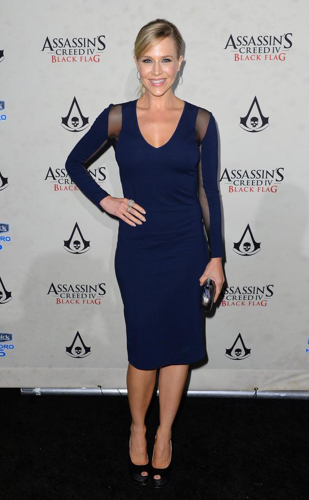 Julie-Benz-Schick-Hydro-Assassin-Creed-IV-Z2S5vHJuzU4x.jpg