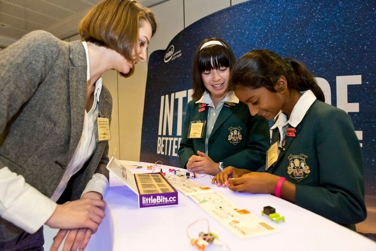 Dr Kenny sharing her insights with young girls in STEM.