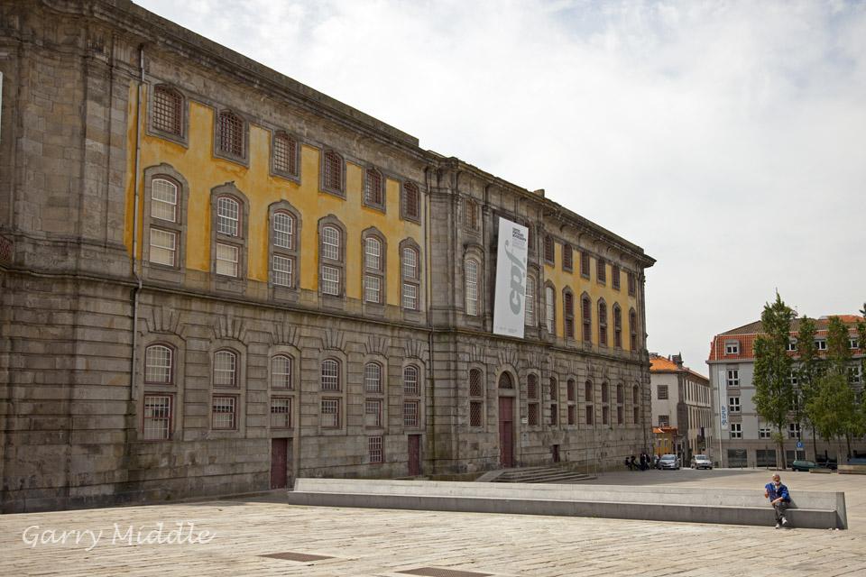 Porto sitting.jpg