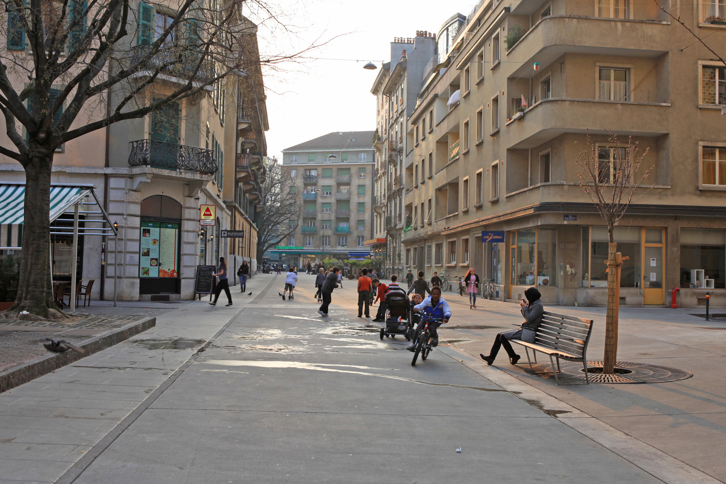 Fig 31: a traffic calmed street allowing children to play