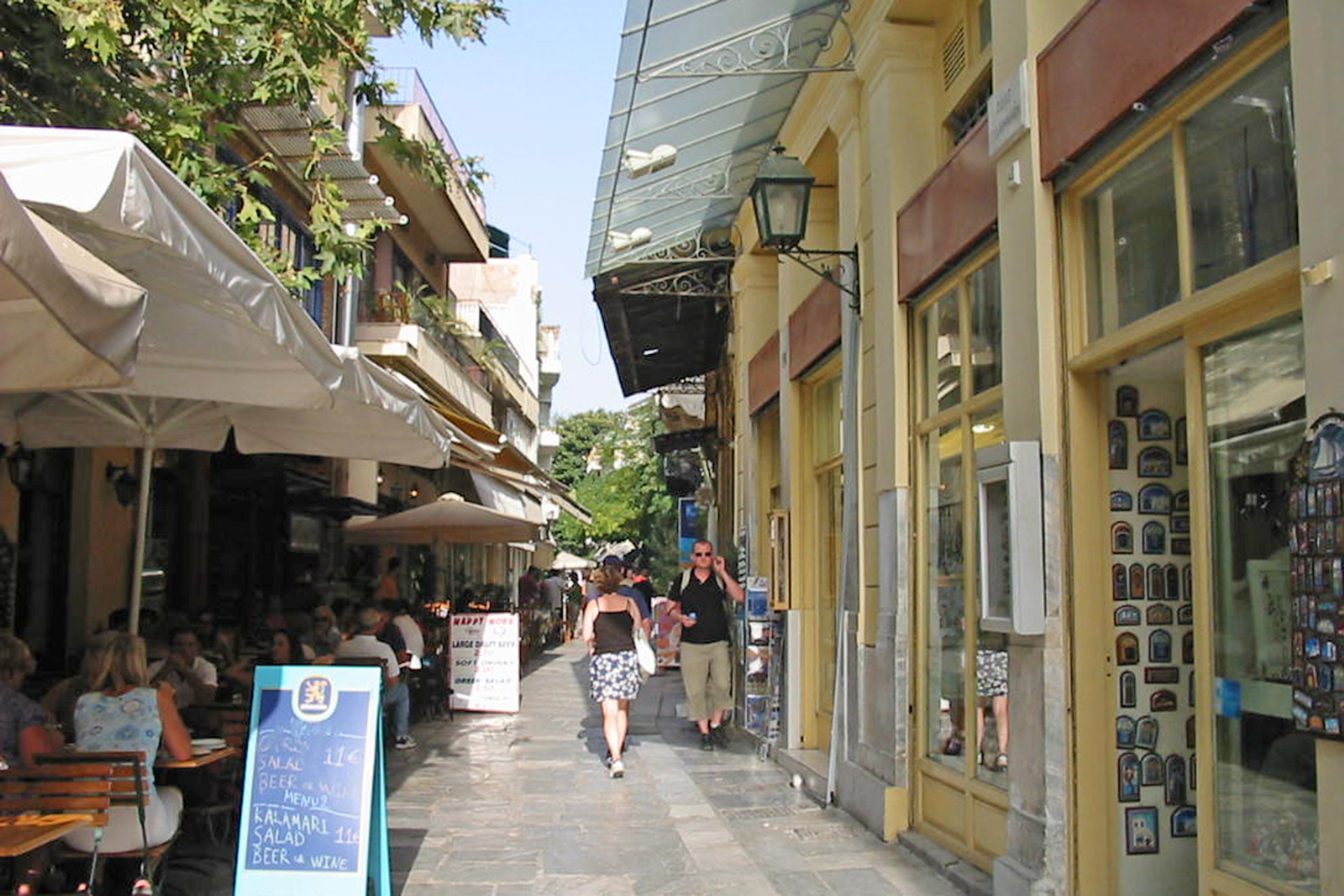 Figs 11 and 12: Acquired non-spaces on footpaths for paid outdoor dining