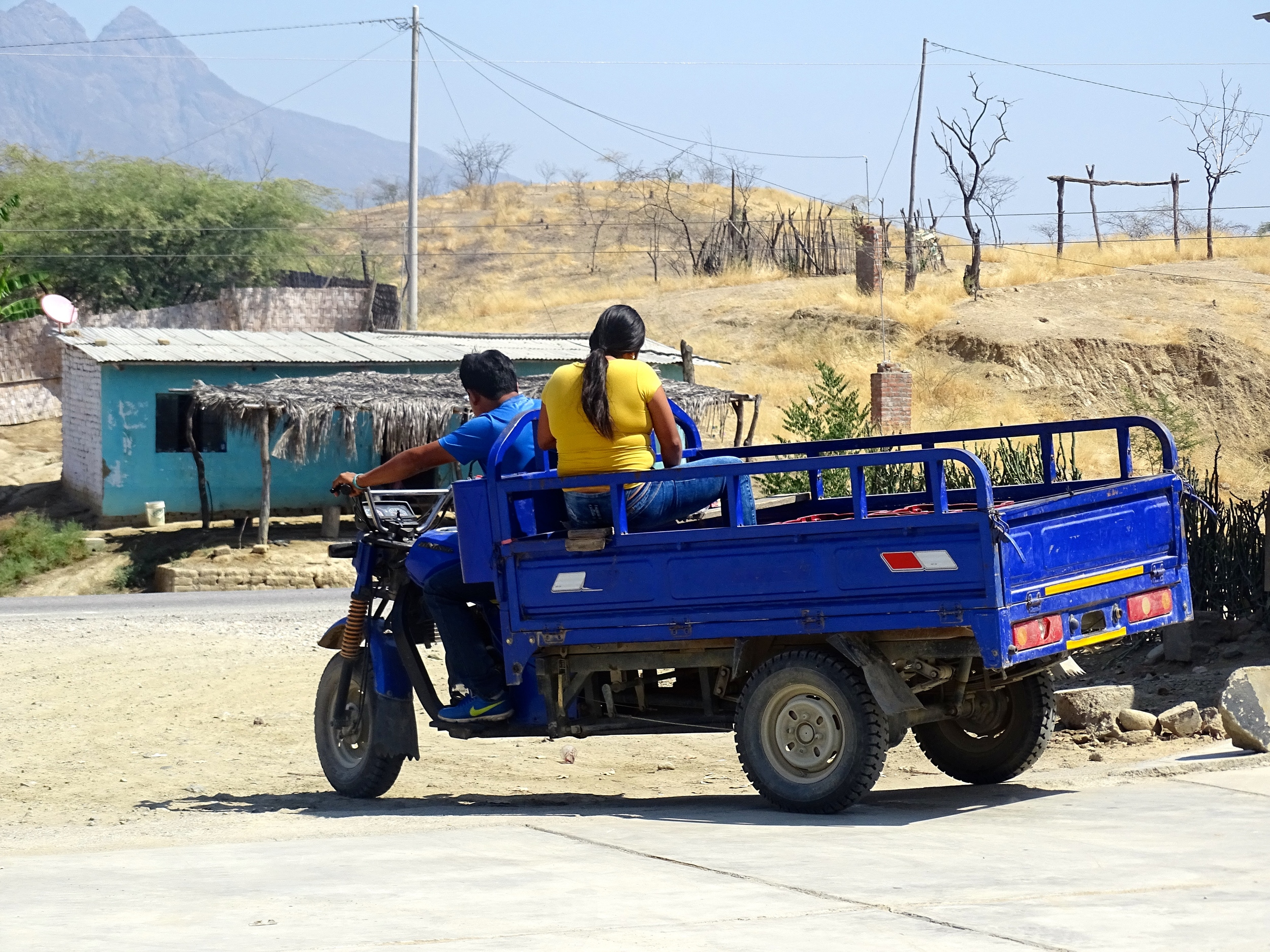I just loved these little moto-trucks, they are all over and are responsible for much of the local delivery service.