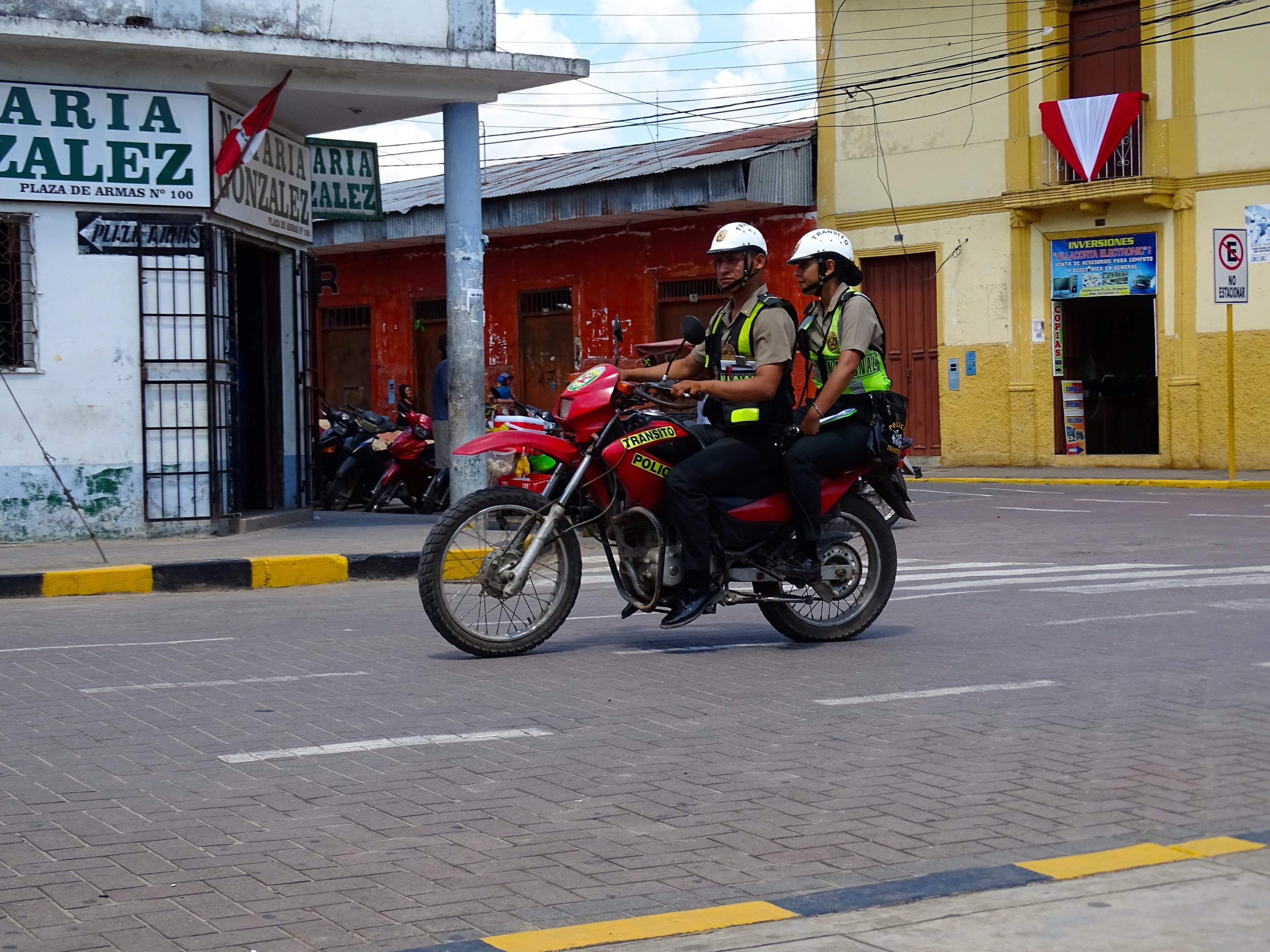 The local policia detail all ride dual-sport 250s.  Though not shown here, most are on Honda 250 Tornados, really great bikes.