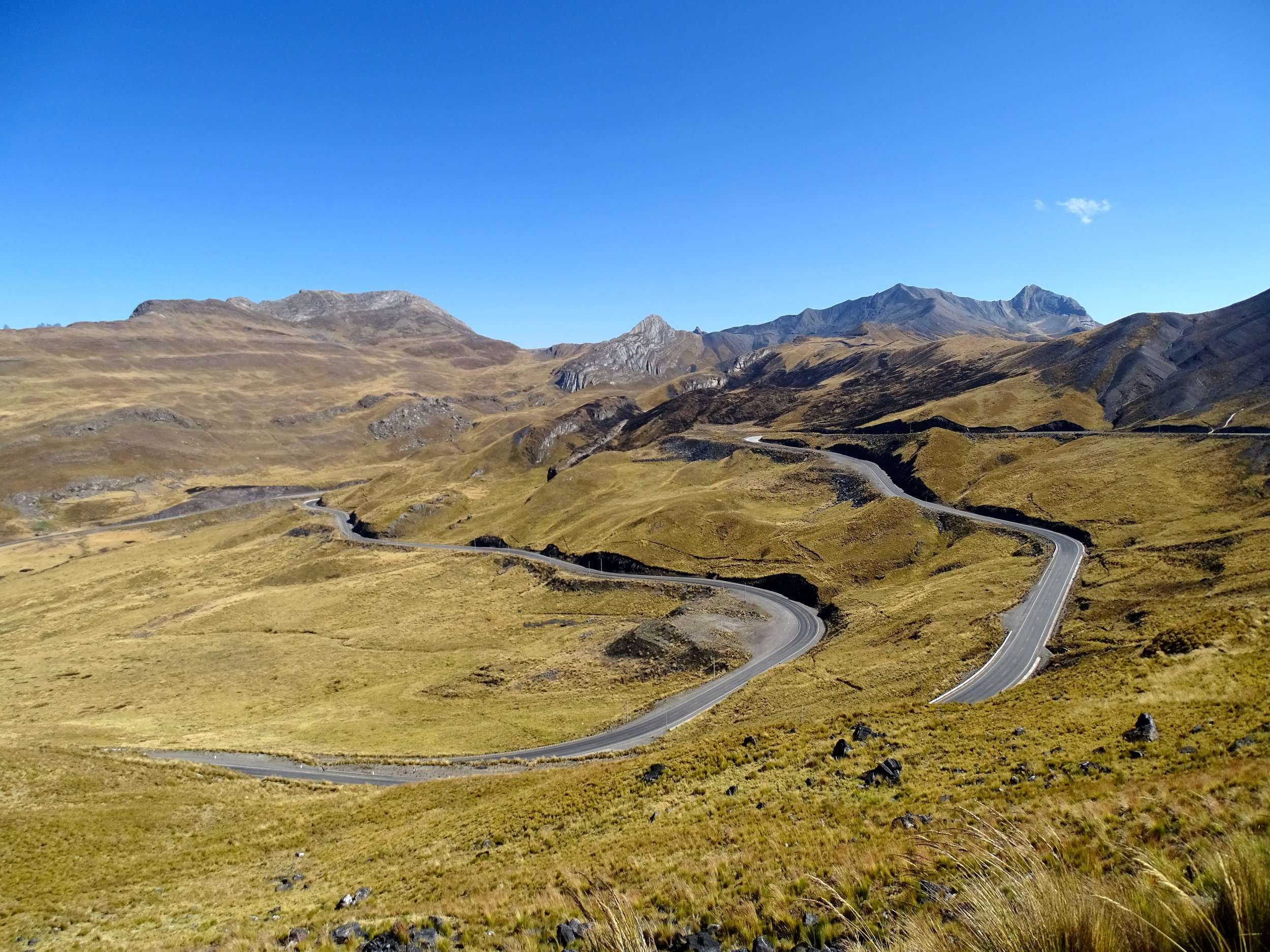 Nice, winding roads at 4,700 meters as we crested the pass over the southern part of the Cordillera Blanca.
