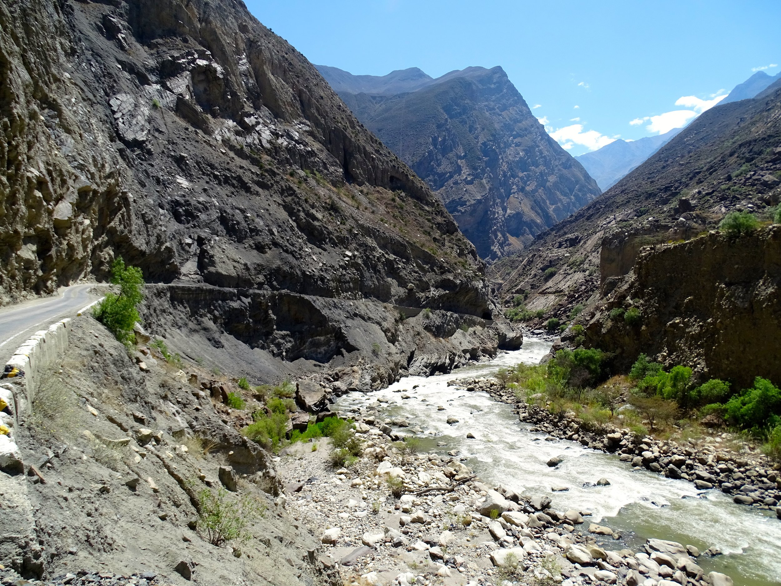 Before too long, the valley closes in and narrows, and the road drops into Cañon del Pato.