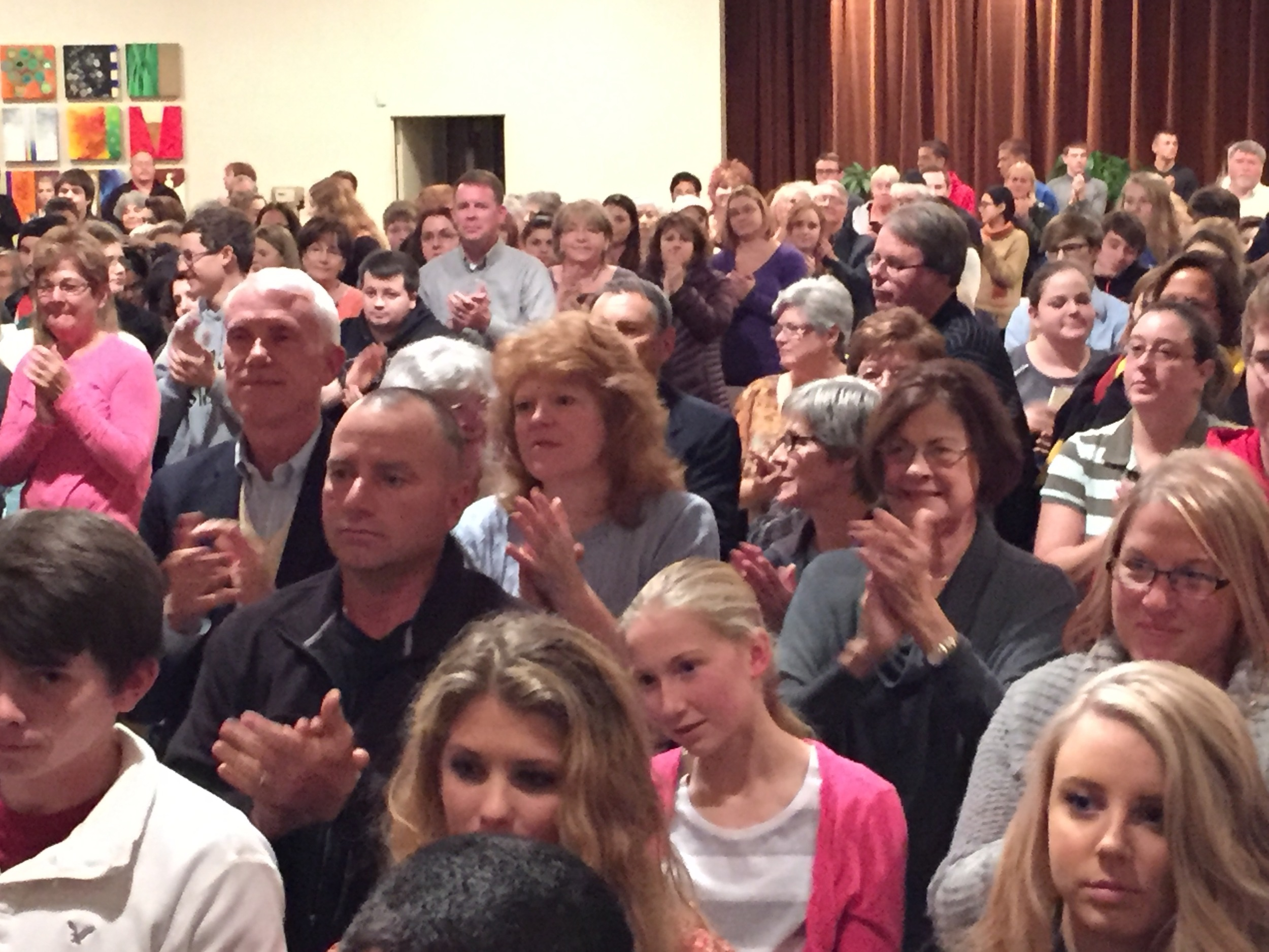 The capacity crowd at Temple Shalom gave Lazan a standing ovation following her lecture.