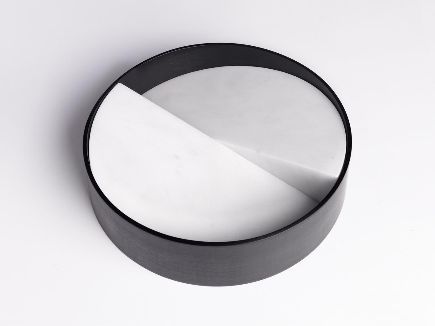 Let it slide Ciotola   Marmo di Carrara e Alluminio Anodizzato Nero   Minimal Design  Isabell Gatzen   Spazio Materiae   Napoli