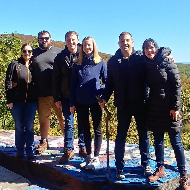 Good hike, great views, even better friends 💙 #nardelliottsonvacay