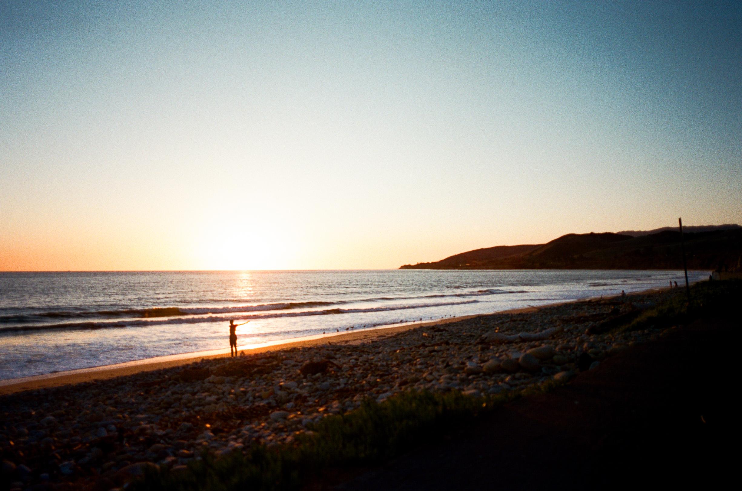 Cathlin McCullough surf lifestyle-10.jpg