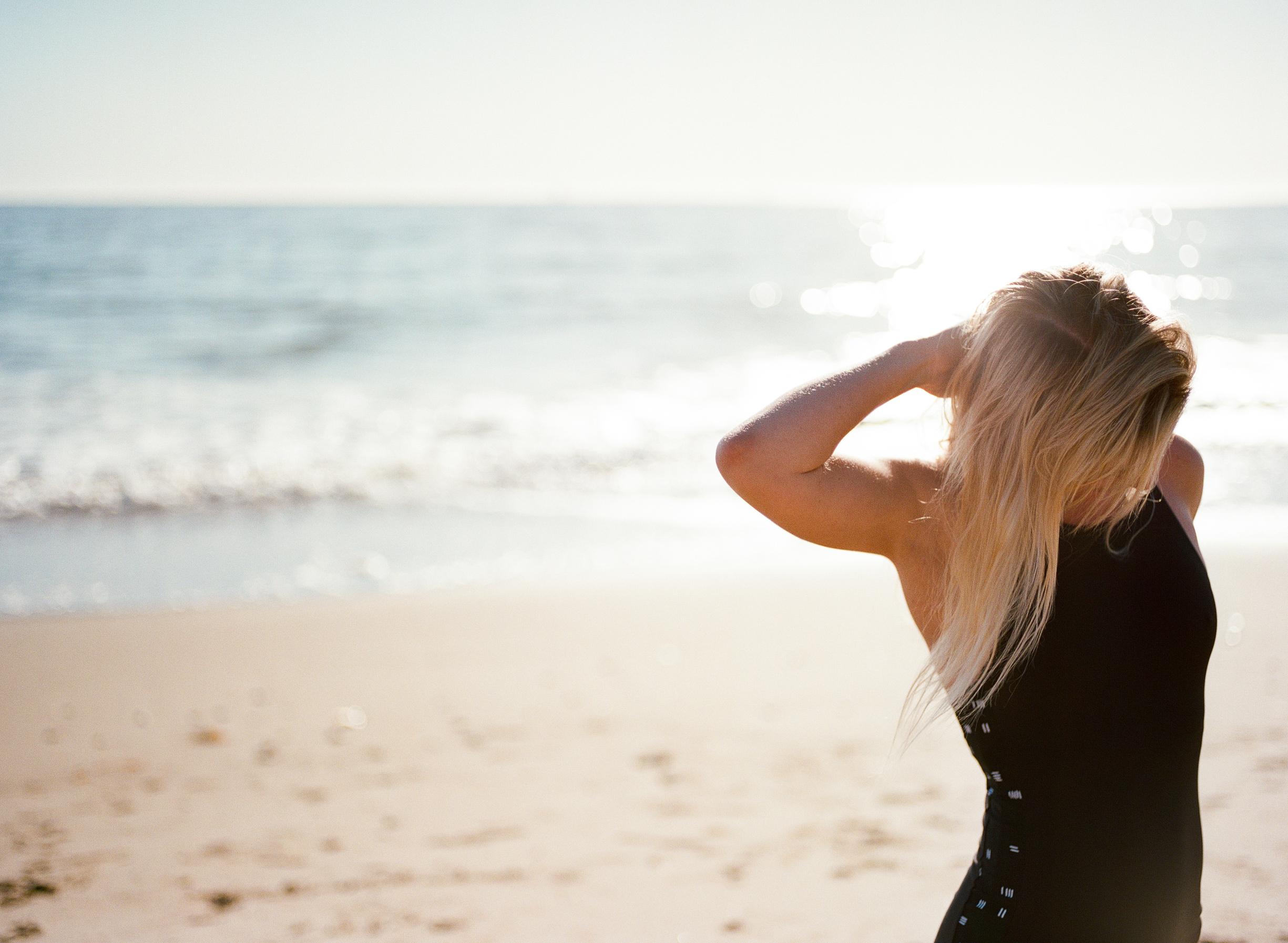 Cathlin McCullough surf lifestyle-16.jpg