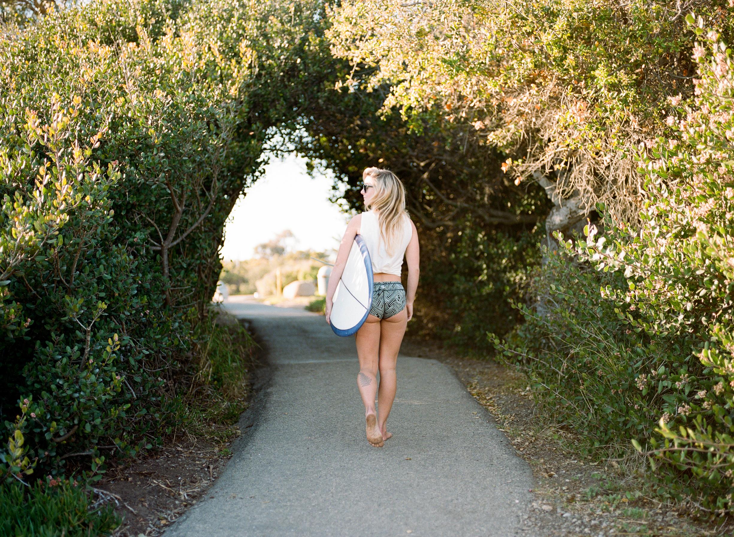 Cathlin McCullough surf lifestyle-24.jpg