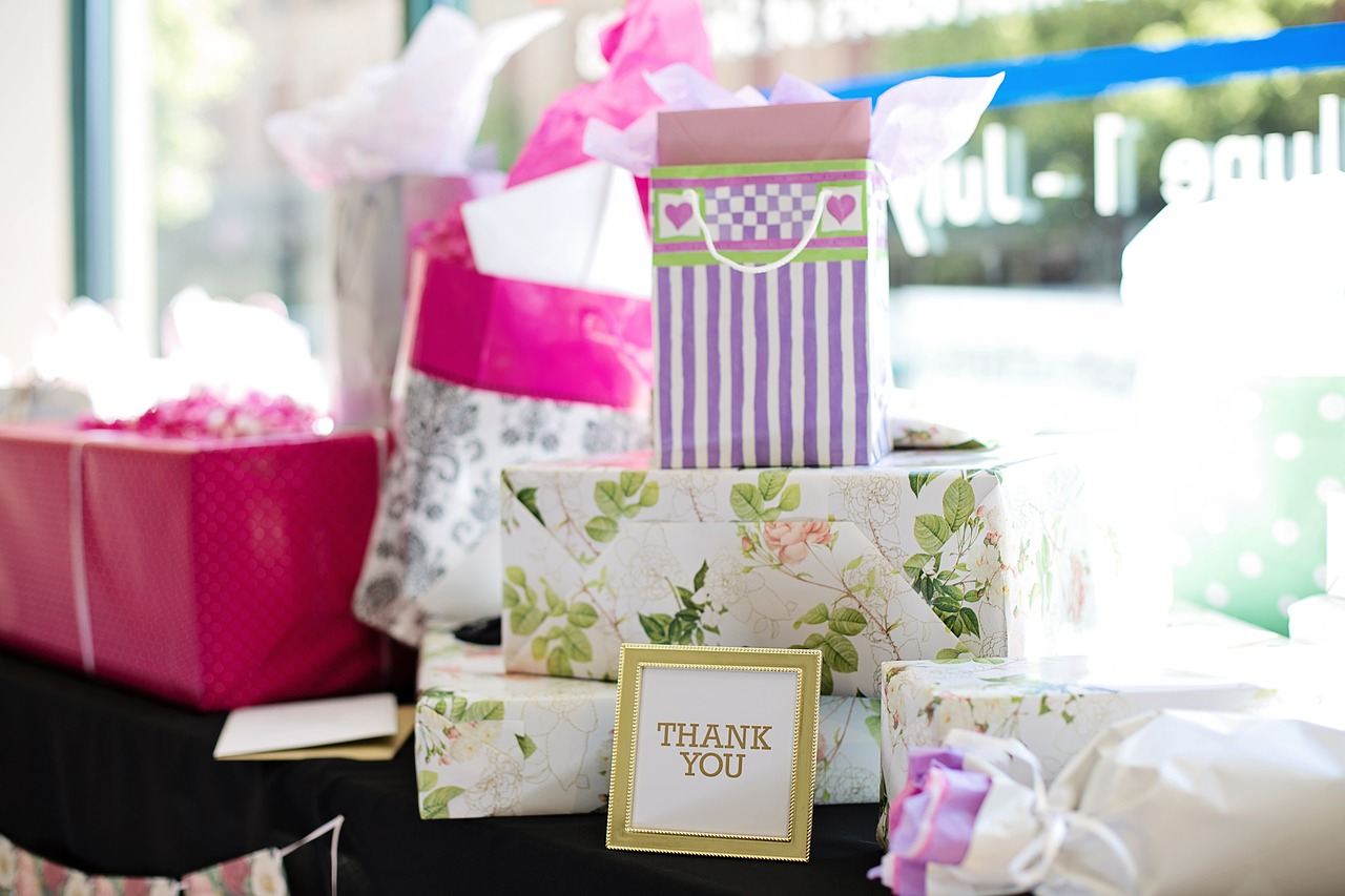 gifts-2447537_1280.jpg