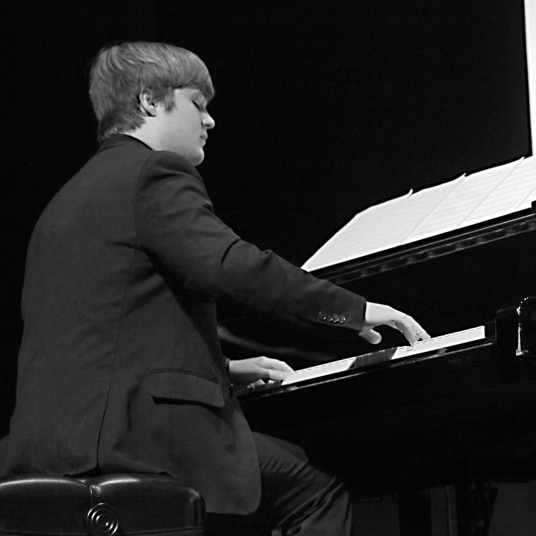 Aaron Lehrian   Pianist /Composer / Arranger   Click image to visit website.