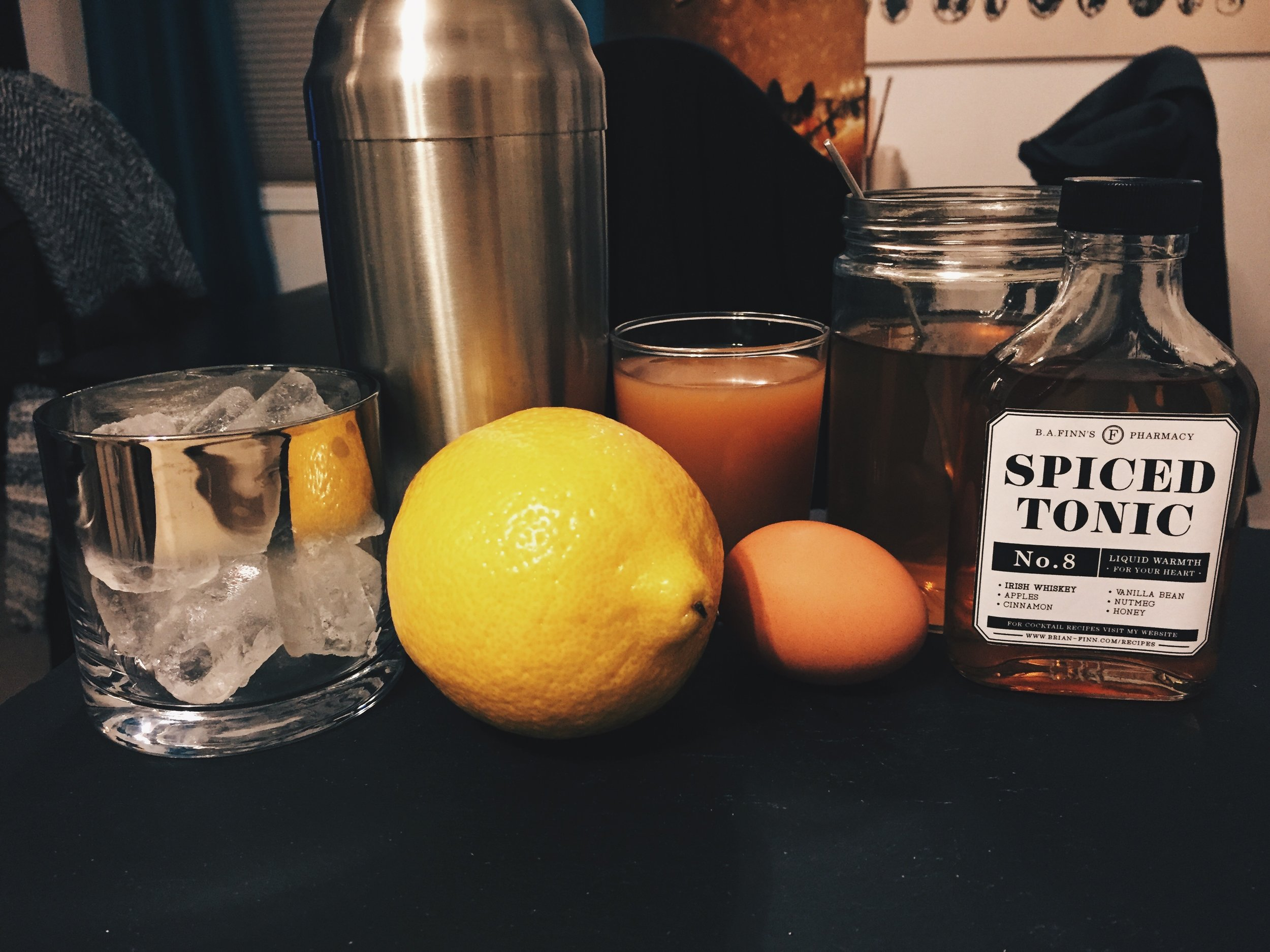 Spiced Tonic Whiskey Sour -