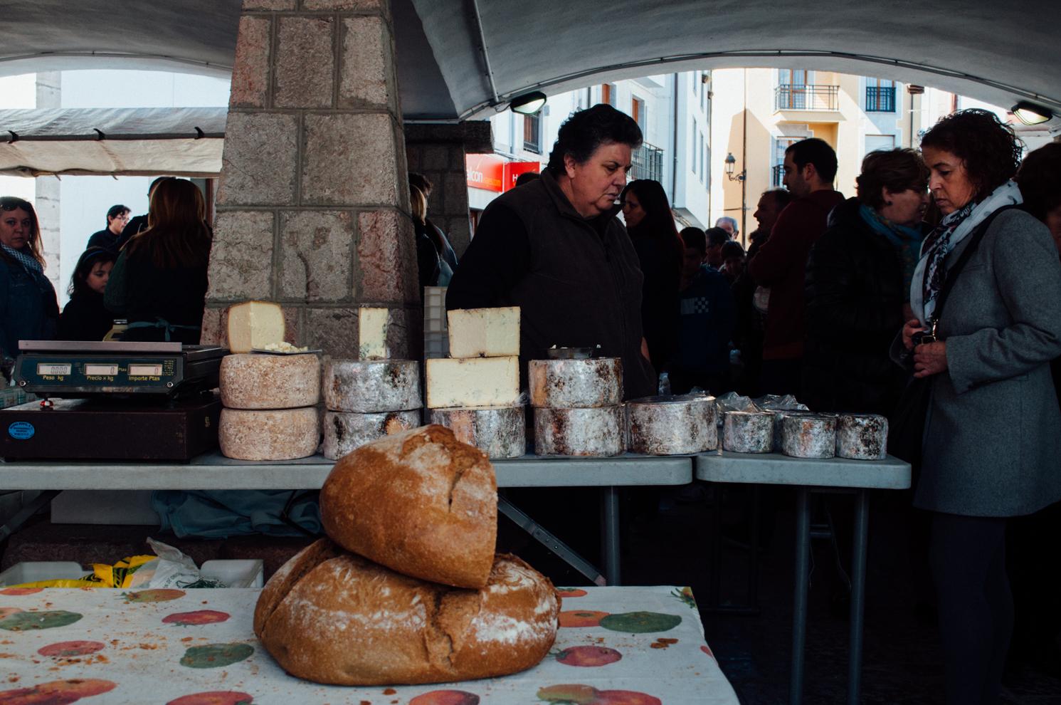 Mercado_de_Cangas_de_Onis_by_MonicaRGoya-17.jpg